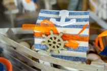 Table mer en bleu et orange