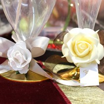 24 ROSES MOUSSE 4CM BLANCHES /TIGE